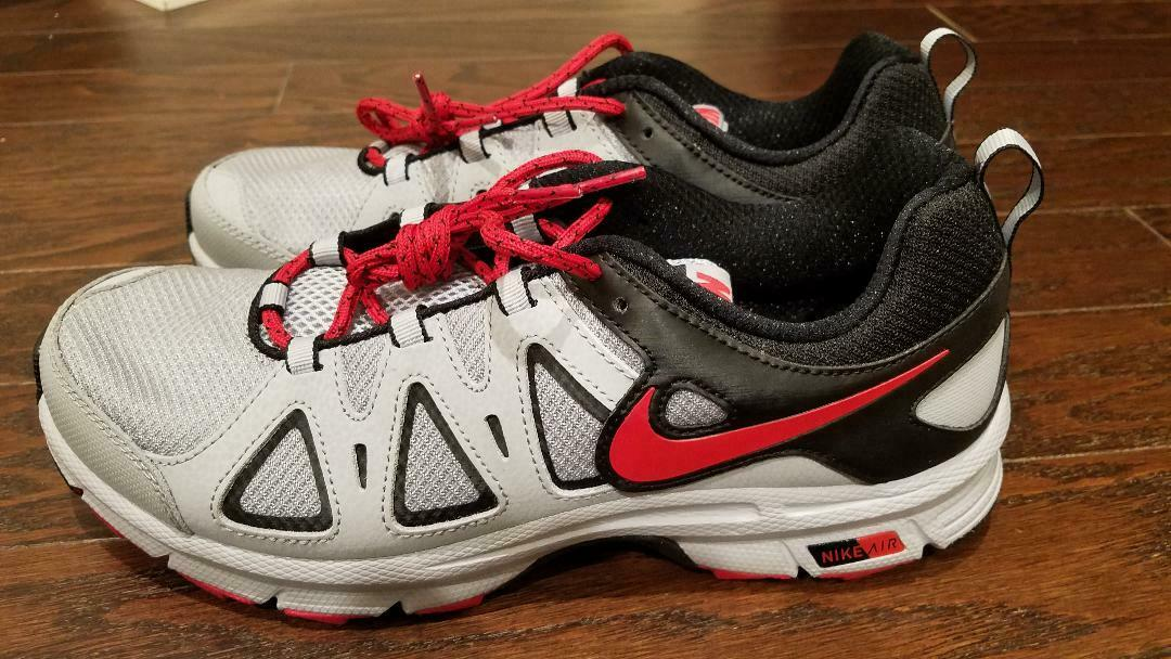 Mens shoes Nike Air 10.5 New MSRP  105