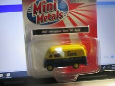 Classic Metal Works HO 1940-1950 IH Metro Van Hostess CMW40005