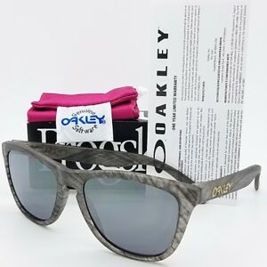 a71f63f06f29 Image is loading NEW-Oakley-Frogskins-sunglasses-Clear-Woodgrain-Black-9013-