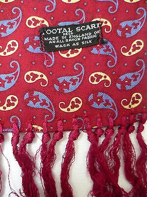 TOOTAL VINTAGE SCARF RED WITH A SMALL PAISLEY PATTERN # TOOA167