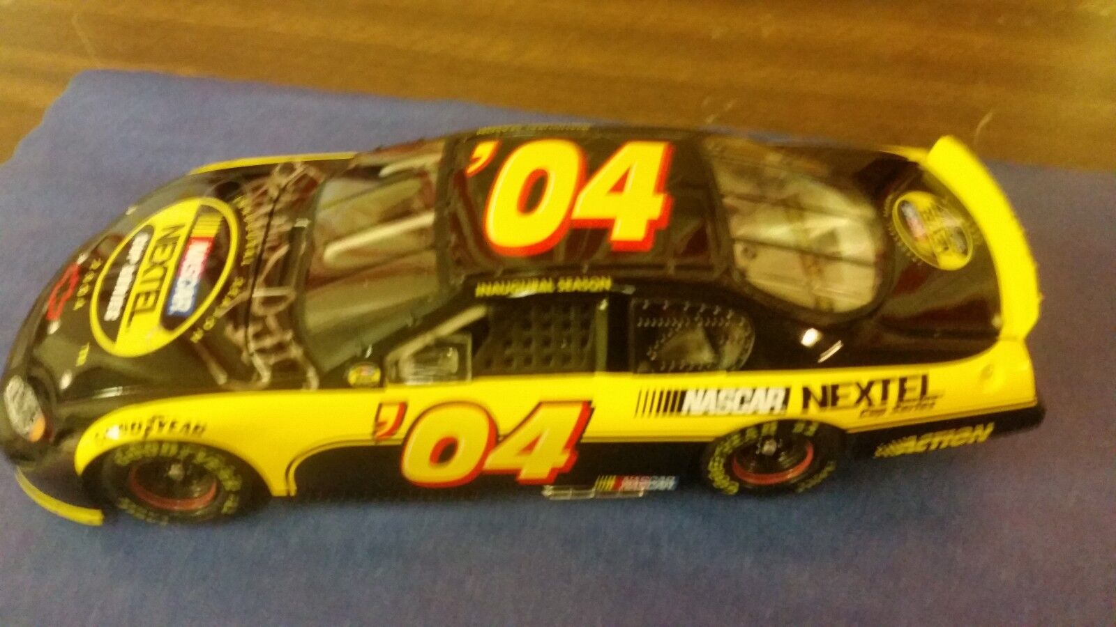 RICHARD PETTY 2004 INAUGURAL SEASON METAL DIE CAST NASCAR NEXTEL AUTOGRAPH