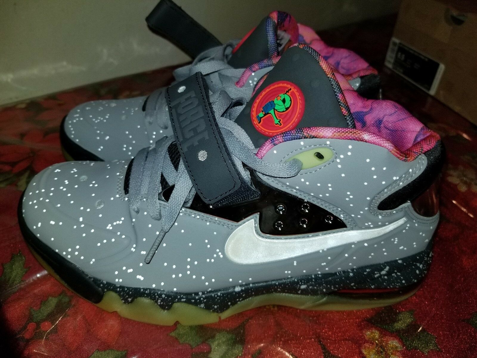 Nike Air Force Max 2013 PRM QS  Area 72  Wolf Grey White Mens Size 8.5 Used