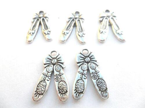 10 x Tibetan Silver Ballet Shoe Charms Lead /& PB Free