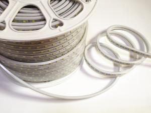 240 V haute luminosité Lumens bande DEL lumière Câble plat Light IP65 120 DEL//Meter