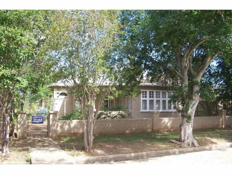 Large House with Double erf for sale in Adelaide