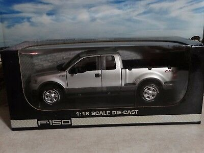 Beanstalk 2004 Ford F-150 4x4 Pickup Truck Off-Road 1:18 Scale Diecast Slver FX4