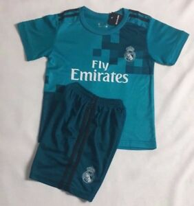 buy online 0fc5a 8bfe4 Details about New 2018 Kids Soccer Real Madrid Jersey Cap Green #7 Ronaldo  Kit Top+Short Set