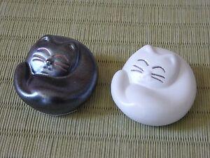 2 PCS Made in Japan Japanese Ceramic Maneki Neko Sleeping Cat Chopstick Rest