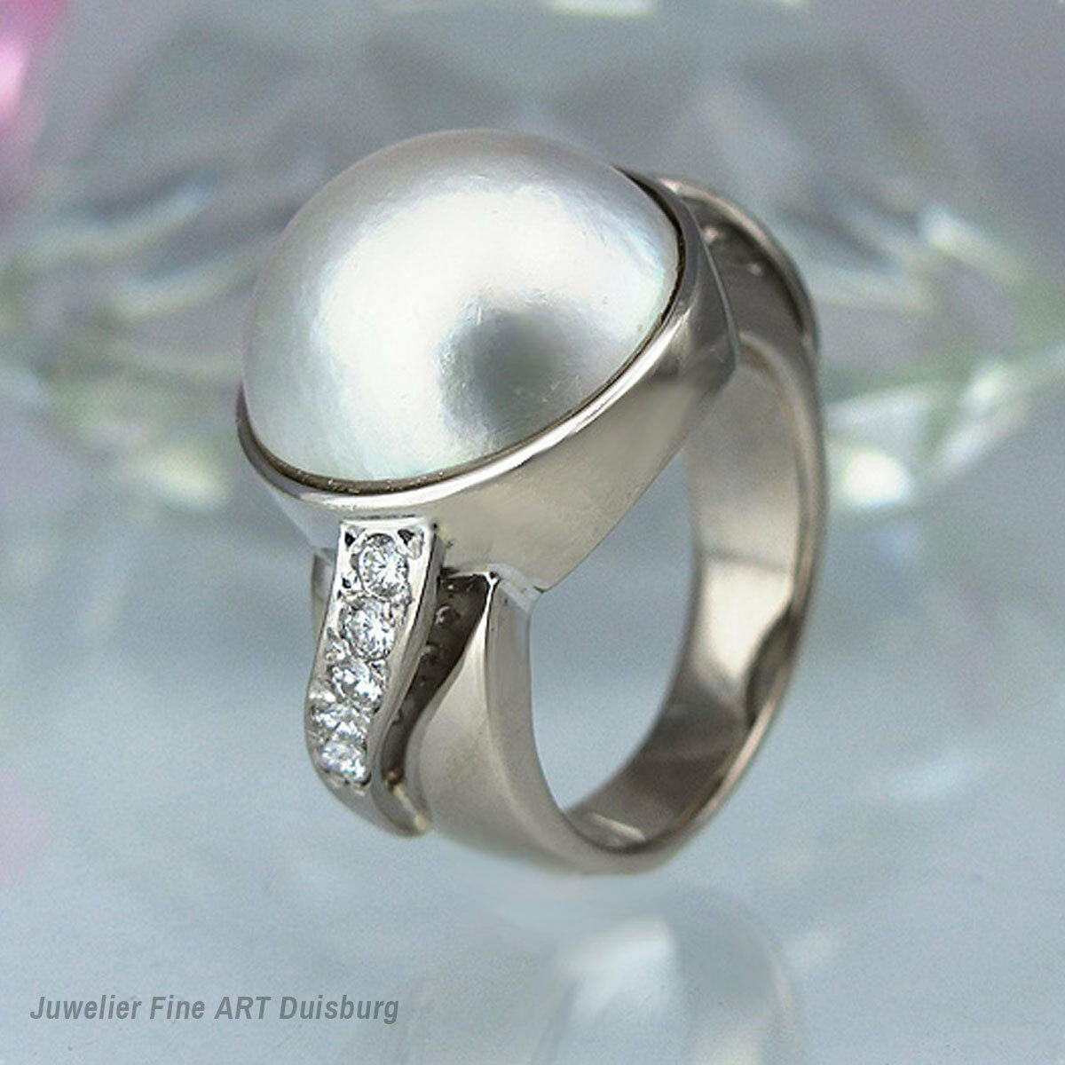 Ring in 585 - whitegold mit 1 Mabeperle  und 10 Diamanten ca 0,20 ct. TW VSI