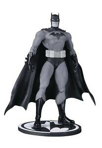DC-Collectibles-Batman-Black-amp-White-Hush-Jim-Lee-Figure
