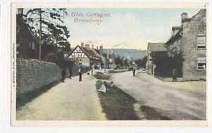 Ye-Olde-Cottages-Broadway-Vintage-Postcard-218a