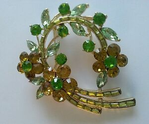 Vintage-style-diamante-floral-wreath-brooch-Aussie-seller-Brand-new-in-packaging