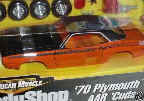 Ertl 1970 Plymouth Aar Cuda Modelo Kit Naranja Negro 1 18