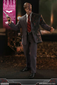 Dark-Knight-Two-Face-Sixth-Scale-Figure-1-6-Hot-Toys-Sideshow-Exclusive-Toy-Fair