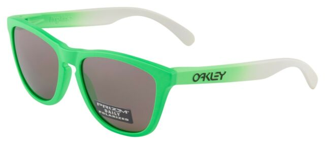 b6a6fd2dd5a Authentic Oakley Frogskins 9013 - 99 Sunglasses Green Fade Polarized 55mm