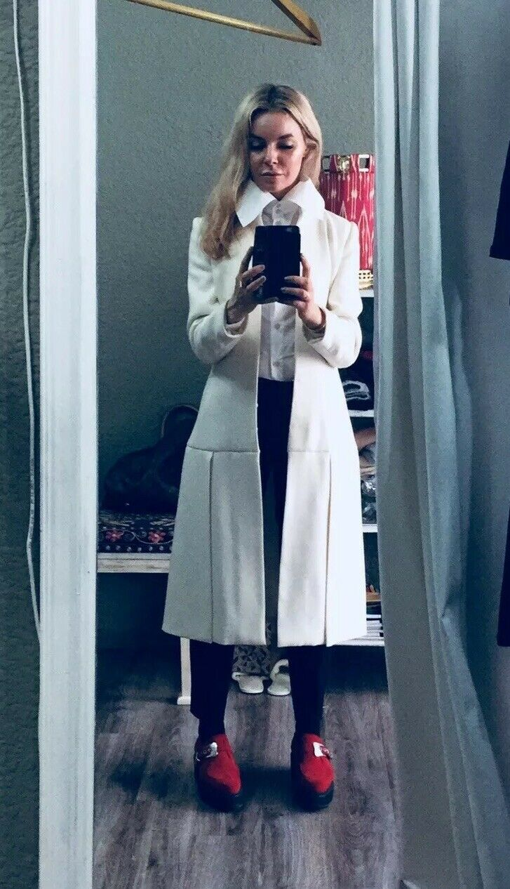 Tailor-made White Lightweight Wool Coat Size 8