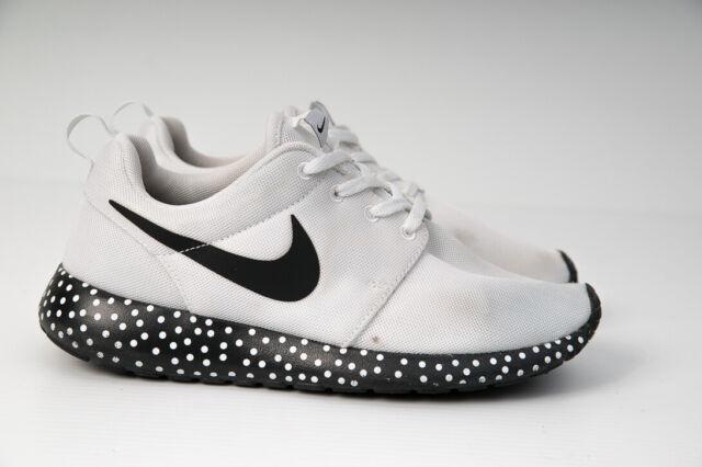 Womens NIKE Roshe Run White Sneakers