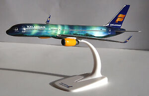 Icelandair-Hekla-Aurora-Boeing-757-200-1-200-B757-Herpa-Snap-Fit-610735-NEU