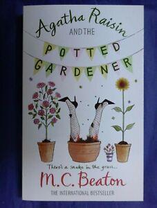 M C BEATON AGATHA RAISIN AND THE POTTED GARDENER paperback ...