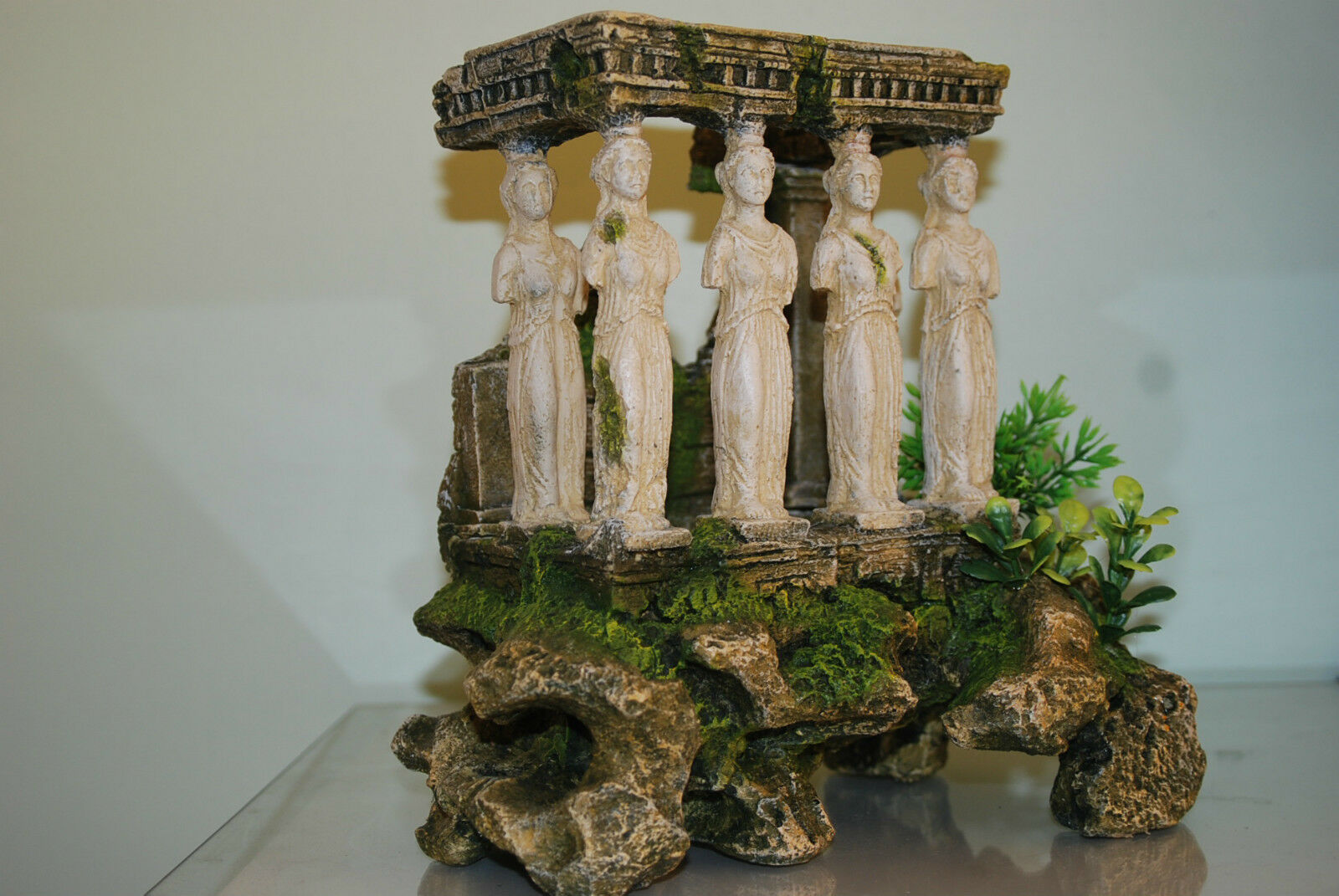 Stunning Aquarium Roman Ruin Temple With Maidens Columns 27 x 18 x 24 cms