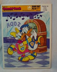 VINTAGE-Golden-Walt-Disney-DONALD-AND-DAISY-DUCK-12-Piece-FRAME-TRAY-PUZZLE