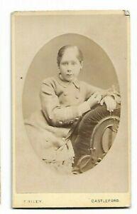 Cdv- Jeune Fille En Belle Robe - Photo Par T Riley, Castleford C316