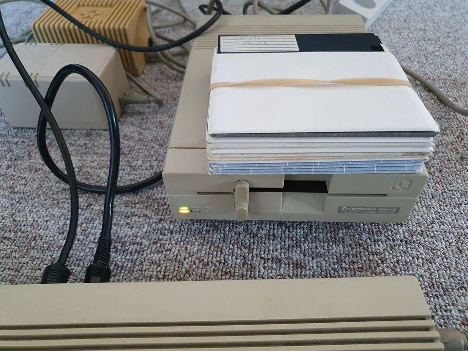 ** SOLGT ** Commodore 64C, spillekonsol