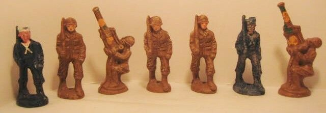 Lot of 7 Antique Composition Toy Soldiers 5 Marchers 2 Gunners Molded Prods 1943