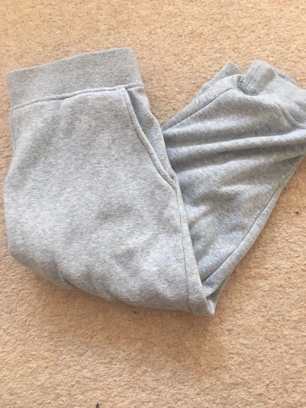 Short Uggs pour femme, couleur grise, taille S, usagé