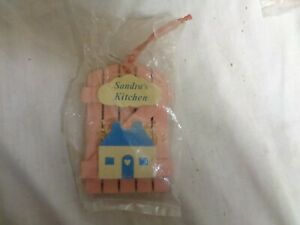 Sandra-039-s-Kitchen-Pink-Wood-amp-Blue-House-RUSS-Refrigerator-Magnets