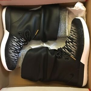 best service 4fb20 8c0c6 Image is loading NEW-NIKE-WMNS-ROSHE-TWO-FLYKNIT-HI-SNEAKERBOOTS-