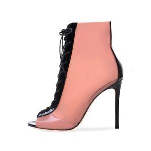 Women latex and heels speaking, advise