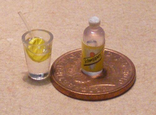 Échelle 1:12 verre de Gin /& un tonique bouteille d/'eau tumdee Maison de Poupées Miniature