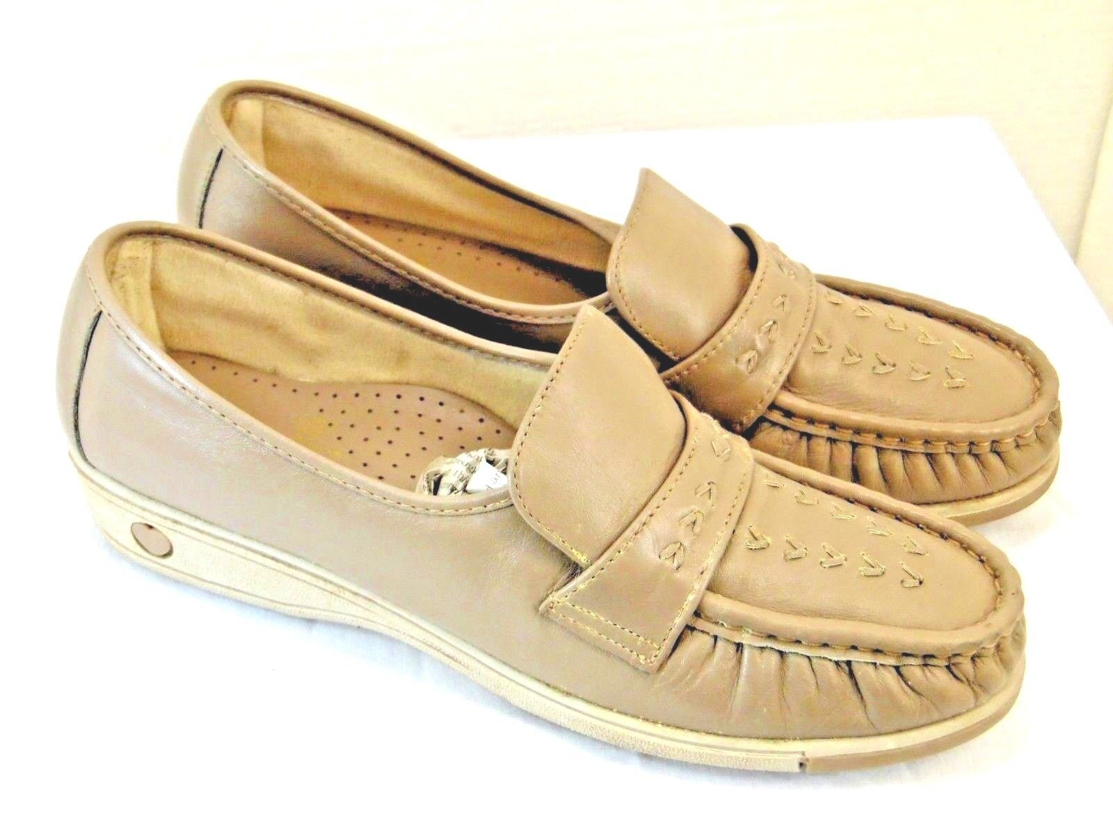 Soft Sports womens casual shoes leather upper  taupe color size 8 1 2 medium YC2