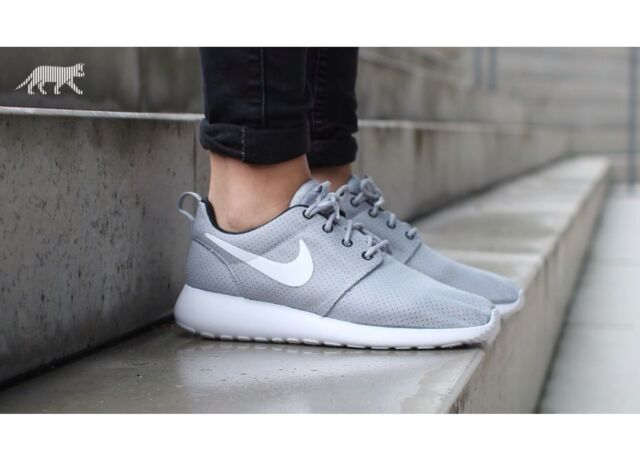 c94406ebedc18 WOMEN S NIKE ROSHE RUN PURE PLATINUM GREY BLACK WHITE SIZE 11US 100%  AUTHENTIC