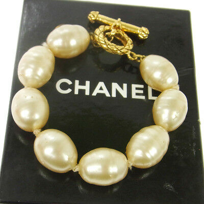 Authentic CHANEL Vintage CC Logos Imitation Pearl Bracelet White V13781
