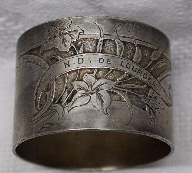 Rond de serviette en métal silveré notre dame de lourdes ( décor art déco )