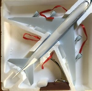 CATHAY-PACIFIC-LARGE-PLANE-MODEL-WITH-STAND-APX-47cm-SOLID-RESIN-New-Livery
