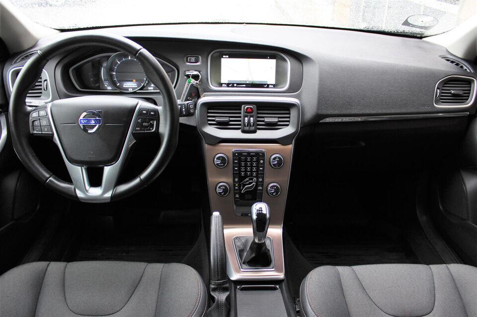 Volvo V40 CC 2,0 D2 120 Momentum Diesel modelår 2015 km