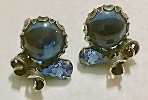 Vintage silver tone /& blue rhinestone clip