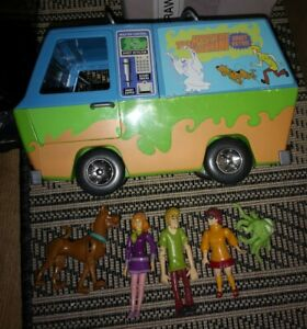 Scrooby-Doo-Mystery-Machine-And-Figures-Gang-Shaggy-Daphne-Velma