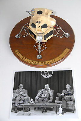 APOLLO 11 ORIGINAL 1969. MODEL + SIGNED PHOTO NEIL ARMSTRONG BUZZ ALDRIN COLLINS