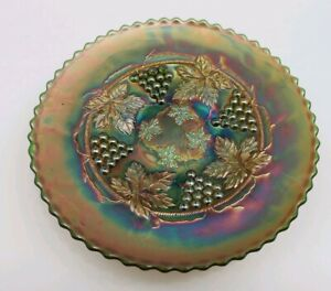 VINTAGE-FENTON-GRAPE-AND-CABLE-SPATULA-FOOTED-GREEN-CARNIVAL-GLASS-9-034-PLATE