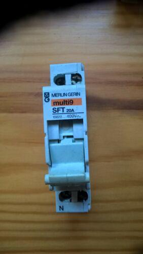 disjoncteur 20a fusible non fournis