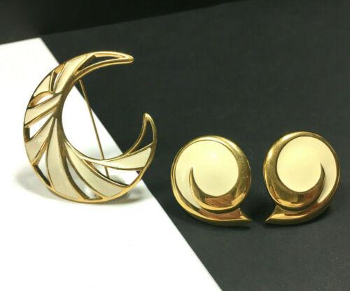 Vintage 80s gold cream enamel Monet dangle pierced ear rings 1 34