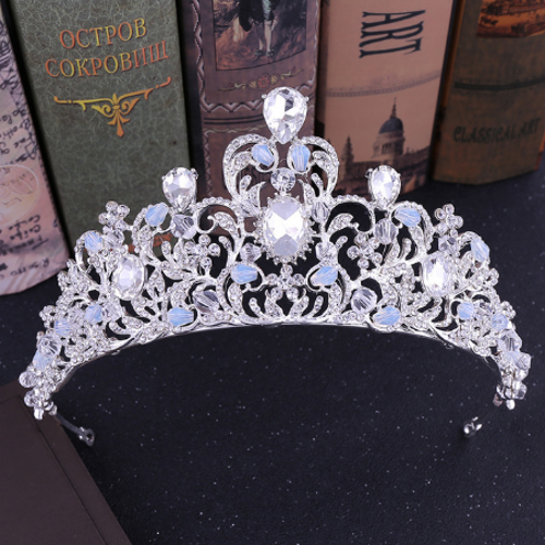 BRAND NEW SILVER CROWN/TIARA WITH CLEAR CRYSTALS, BRIDAL OR RACING