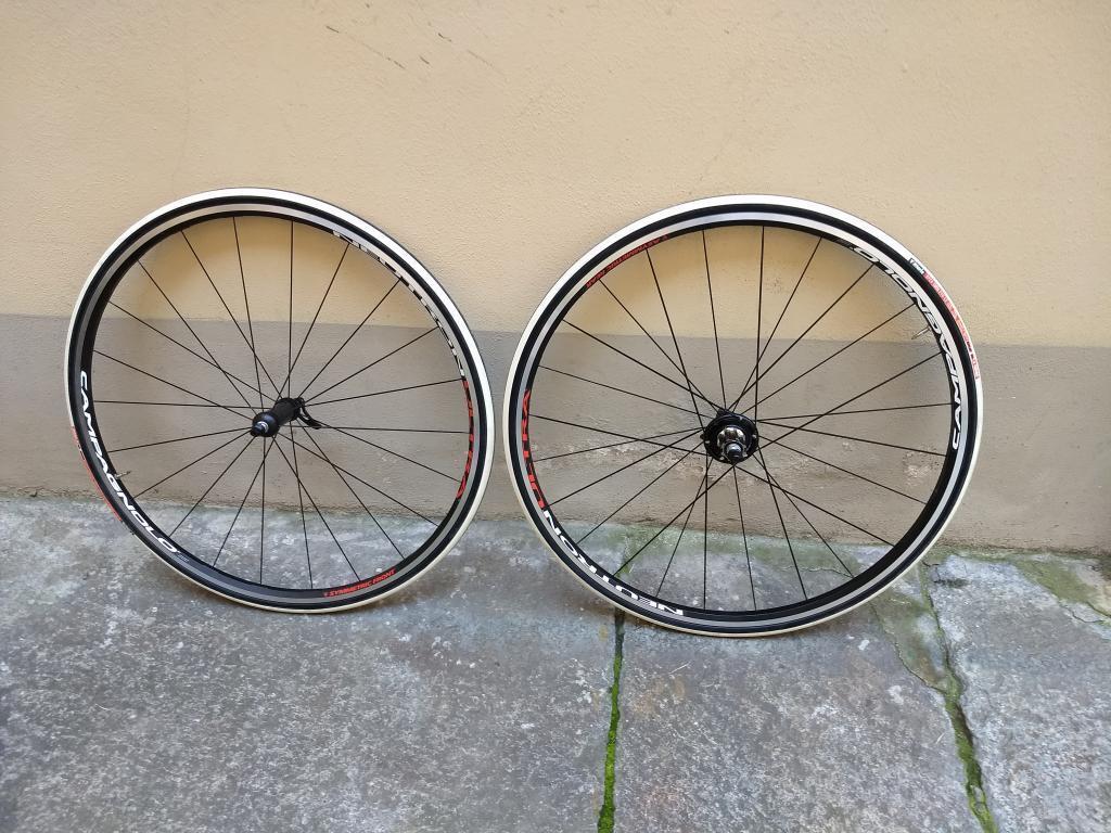 NEW, ruote CAMPAGNOLO NEUTRON ULTRA VITTORIA tyres 10 11 speed cassette wheelset