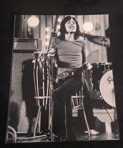MICK-JAGGER-SIGNED-8X10-PHOTO-THE-ROLLING-STONES-W-COA-PROOF-RARE-WOW