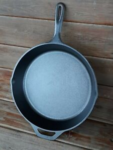 LODGE-CAST-IRON-12-SKILLET-RESTORED-SEASONED-GREAT-CAMPING-SKILLET-13-3-4-034