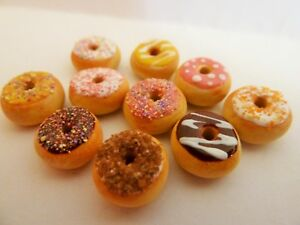 DOLLS-HOUSE-MINIATURE-FOOD-12TH-SCALE-10-X-MIXED-FROSTED-DONUTS-COMBINED-P-P